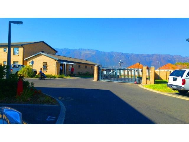 Gordons Bay property for sale. Ref No: 13330264. Picture no 4