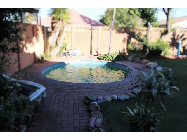 Property and Houses for sale in Kuils River, House, 3 Bedrooms - ZAR 1,350,000