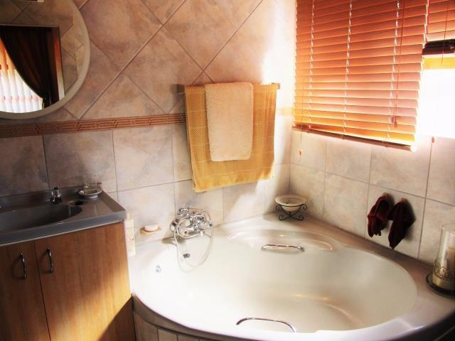 Amandelrug property for sale. Ref No: 13377895. Picture no 5