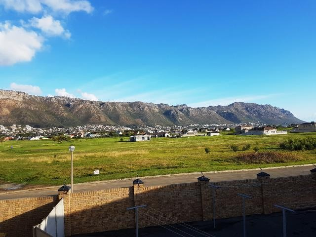 Fairview Golf Estate property for sale. Ref No: 13387735. Picture no 6