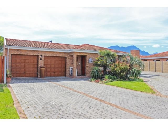 Somerset West, Heritage Park Property  | Houses For Sale Heritage Park, Heritage Park, House 3 bedrooms property for sale Price:1,910,000