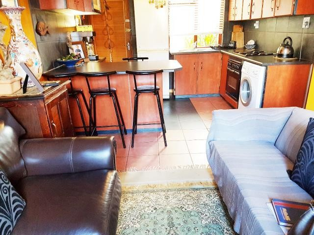 Strand property for sale. Ref No: 13381888. Picture no 2