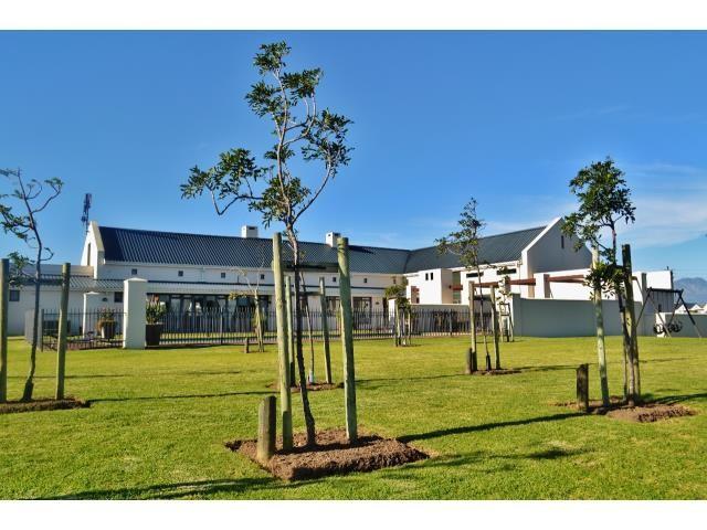 Croydon Olive Estate property for sale. Ref No: 13317067. Picture no 9