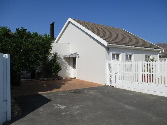 Dobson property for sale. Ref No: 13375377. Picture no 1