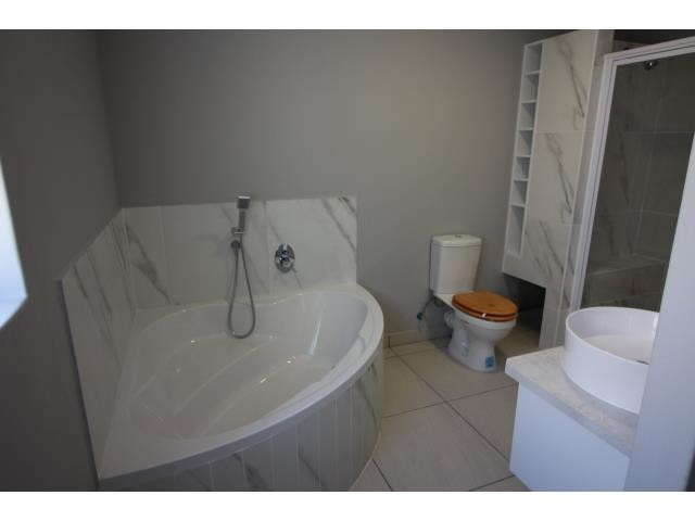 Myburgh Park property for sale. Ref No: 13394564. Picture no 9