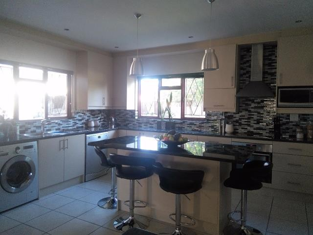 Strand property for sale. Ref No: 13400638. Picture no 4