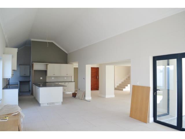 Croydon Olive Estate property for sale. Ref No: 13317067. Picture no 5