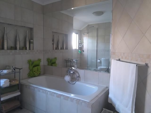 Strand property for sale. Ref No: 13400638. Picture no 9