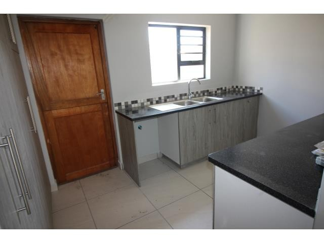 Myburgh Park property for sale. Ref No: 13394564. Picture no 3
