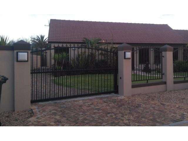 Strand property for sale. Ref No: 13400638. Picture no 1