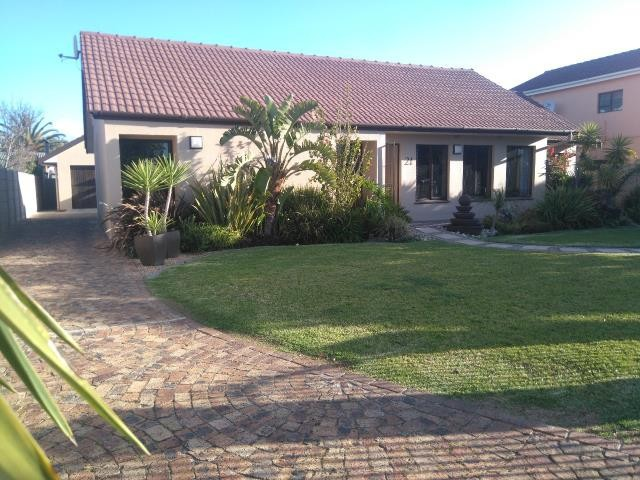 Strand property for sale. Ref No: 13400638. Picture no 2
